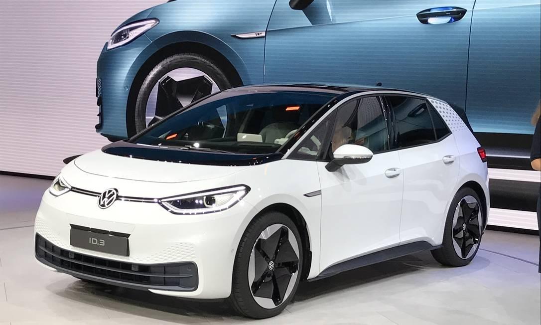 A Volkswagen já considera o ID3, um hatch 100% elétrico, como um novo marco na história da fabricante alemã de automóveis. Motor e tração são traseiros Foto: Jason Vogel