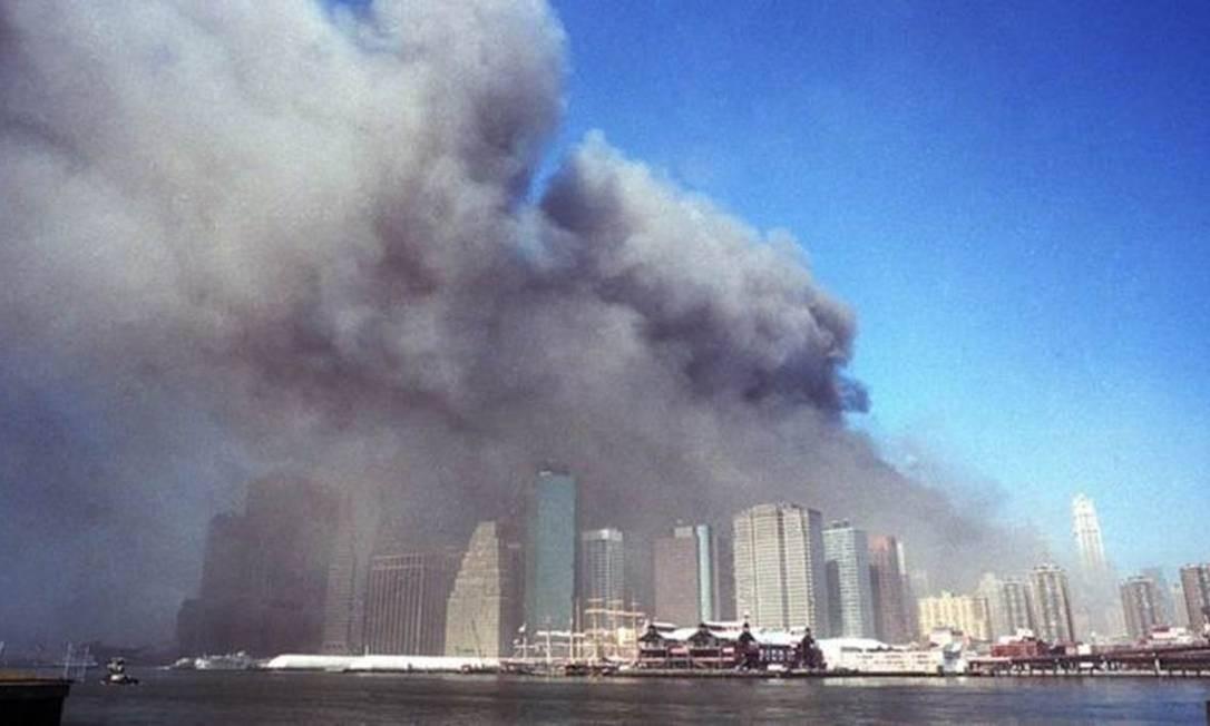 No dia 11 de setembro de 2001, dois aviões de passageiros se chocaram contra as torres gêmeas do World Trade Center, em Nova York, como parte de uma série de ataques coordenados contra alvos nos EUA Foto: GETTY IMAGES/BBC