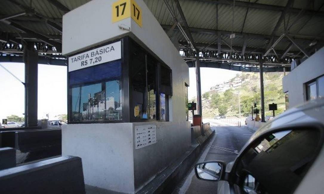 Cabine de pedágio: pagamento com cartão de crédito deverá ser aceito em todo o estado Foto: Alexandre Cassiano / Agência O Globo