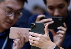 Os novos iPhones 11 Pro se destacam pelo conjunto com três câmeras Foto: JUSTIN SULLIVAN / AFP