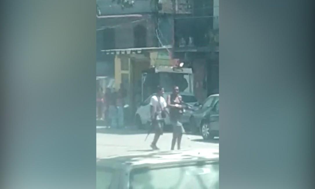 Os bandidos que foram gravados, na Vila Cruzeiro Foto: Reprodução de vídeo