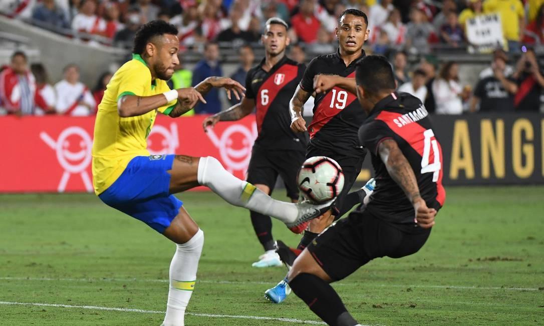 Brasil perdeu para o Peru por 1 a 0 em amistoso, na madrugada desta quarta-feira Foto: MARK RALSTON / AFP
