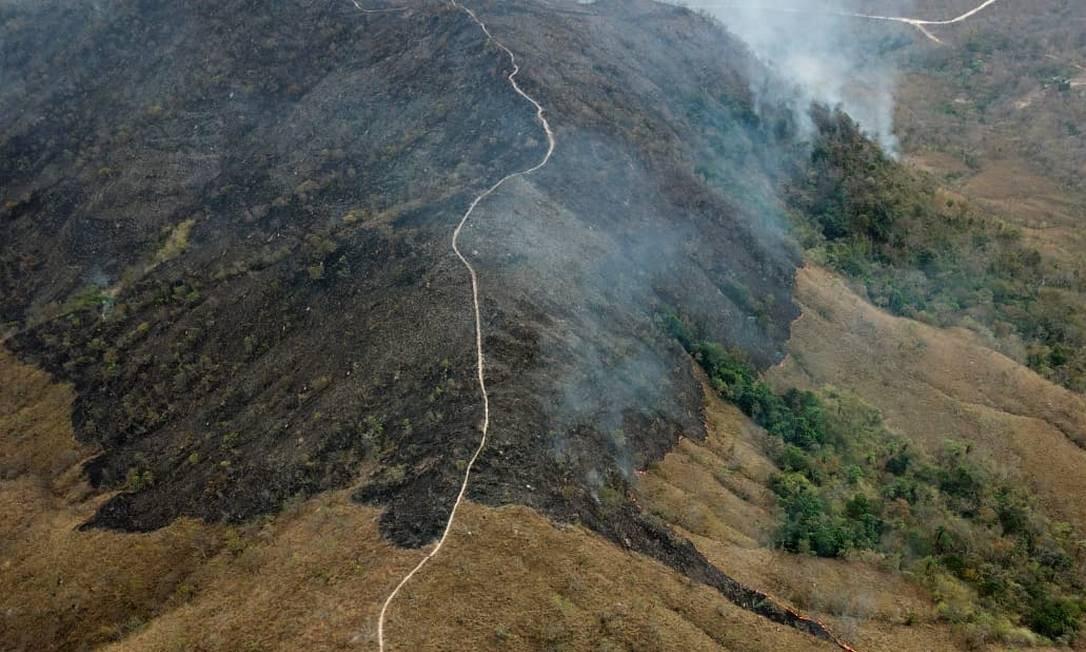 Vista aérea do Parque Nacional da Chapada dos Guimarães, no Mato Grosso, registra fumaça das queimadas. Foto: HO/Corpo de Bombeiros do MT / AFP