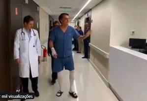 Bolsonaro caminha no hospital durante recuperação de cirurgia Foto: Reprodução/10-09-2019