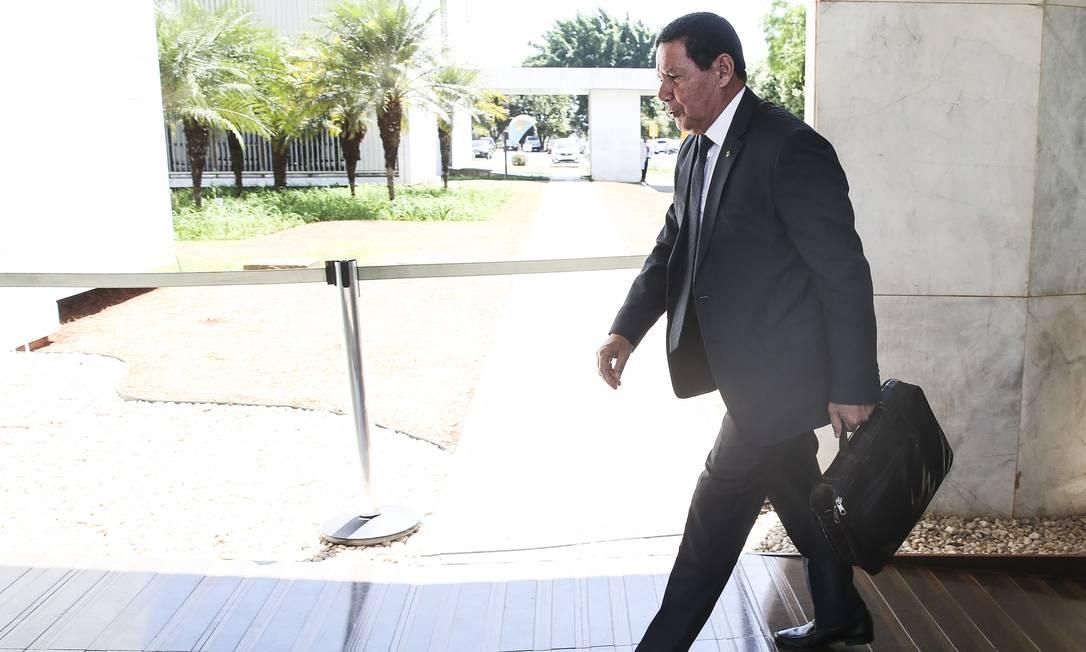 Mourão disse que Bolsonaro ainda não tem uma decisão a respeito do imposto Foto: Antonio Cruz / Agência Brasil