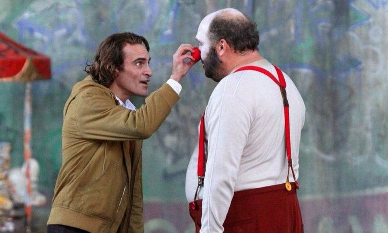 História de como Arthur Fleck se torna o Coringa, no filme, não é a mesma das HQs Foto: Divulgação