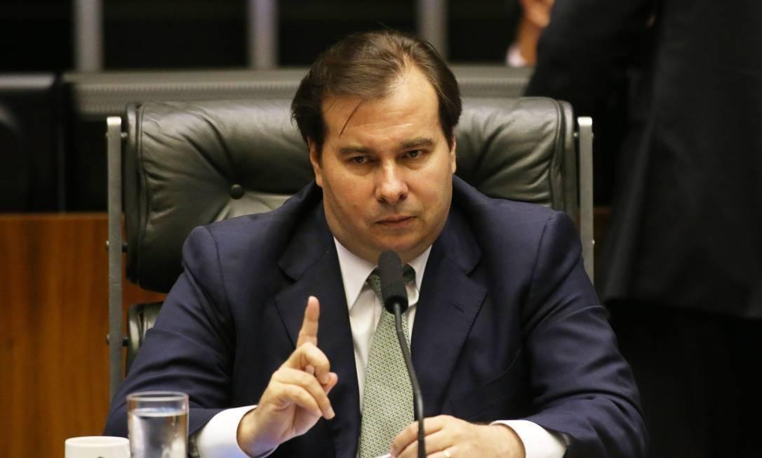 Rodrigo Maia costura acordo com o centrão para votar o projeto Foto: Ailton de Freitas / Agência O Globo