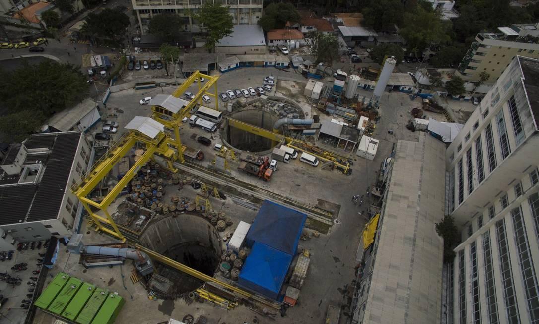 Aterrar estação do metrô pode sair mais caro do que terminar a obra, afirmam especialistas em estudo da PUC Foto: Daniel Marenco / Agência O Globo