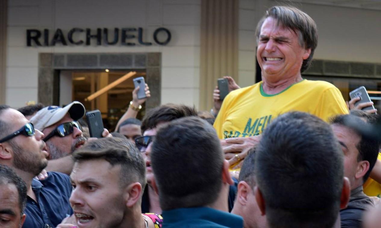 O presidente foi esfaqueado por Adélio Bispo de Oliveira em 6 de setembro de 2018, durante a campanha para a Presidência em Juiz de Fora (MG). O autor do crime está preso desde então Foto: Stringer . / REUTERS