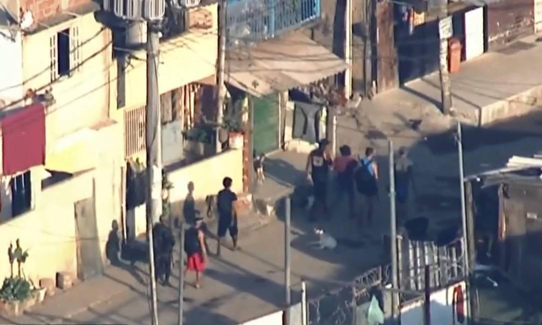 Os criminosos percorreram ruas da CDD para fugir da operação da polícia militar e chegar à mata Foto: Picasa / Agência O Globo