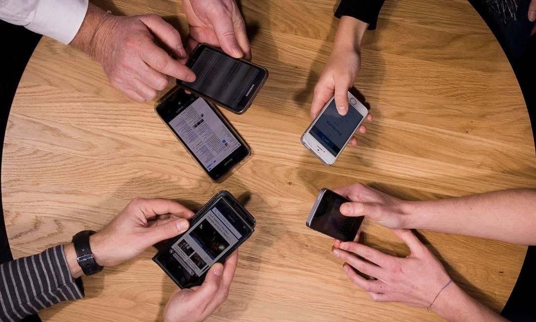 Técnica pode atacar qualquer telefone celular, de qualquer marca Foto: LIONEL BONAVENTURE / AFP