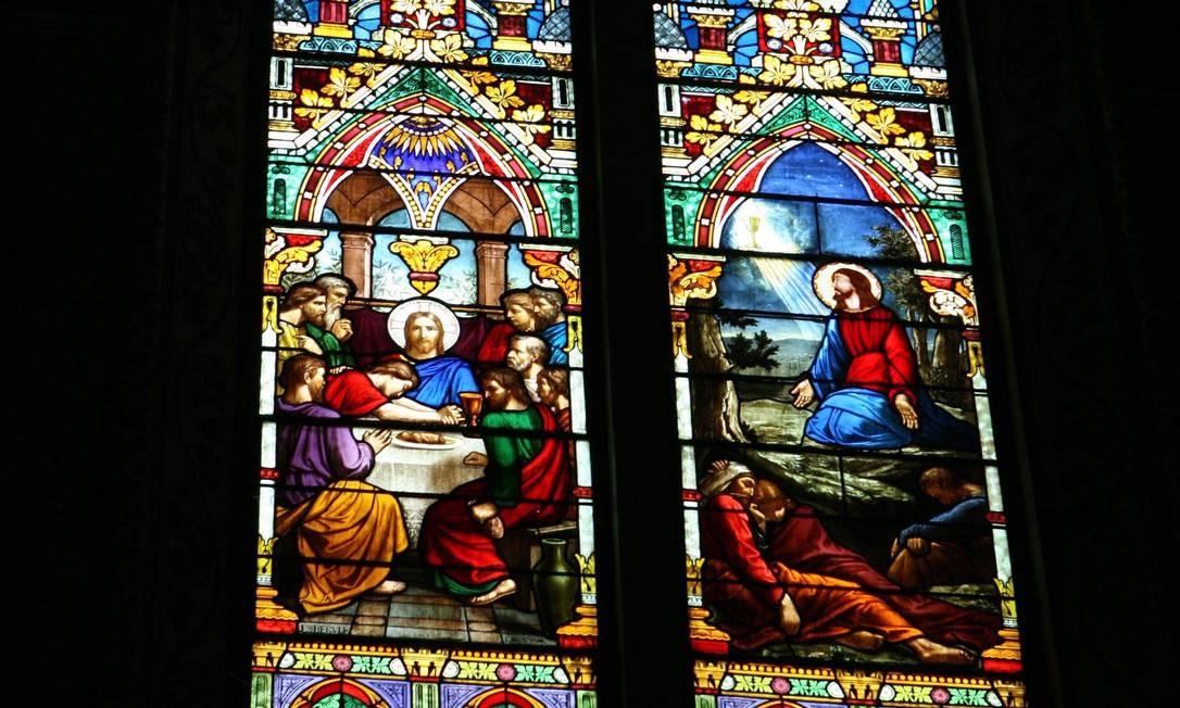 De arquitetura neogótica, Basílica da Imaculada Conceição, em Botafogo, tem conjunto de 19 vitrais datados de 1891 Foto: Ana Branco / Agência O Globo
