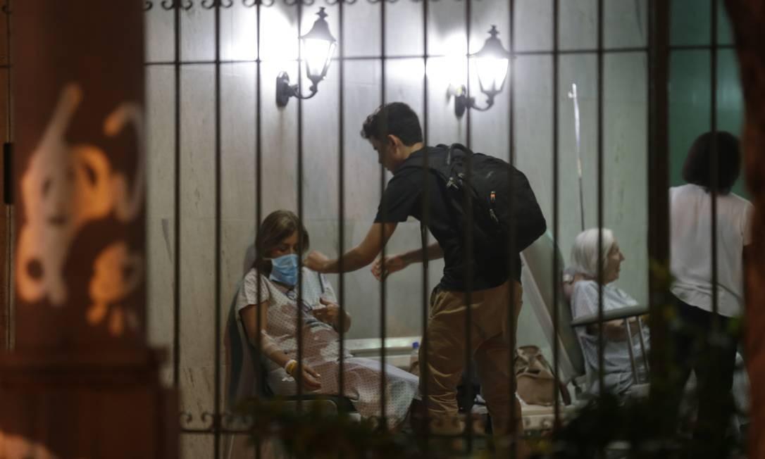 Incêndio atinge Hospital Badim, no Maracanã, e pacientes são retirados Foto: Alexandre Cassiano / Alexandre Cassiano