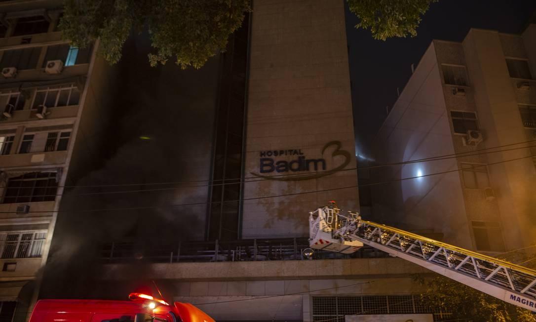 Incêndio no Hospital Badim, na Tijuca Foto: Alexandre Cassiano / Agência O Globo