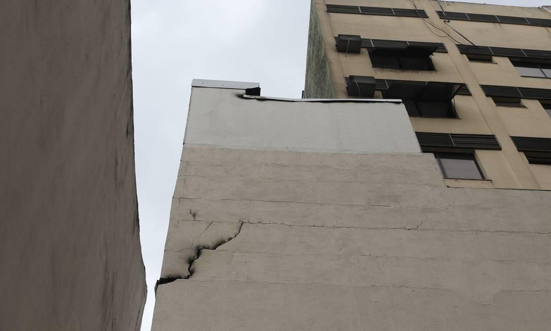 Rachadura no prédio do Hospital Badim, no Maracanã Foto: Marcia Foletto / Agência O Globo