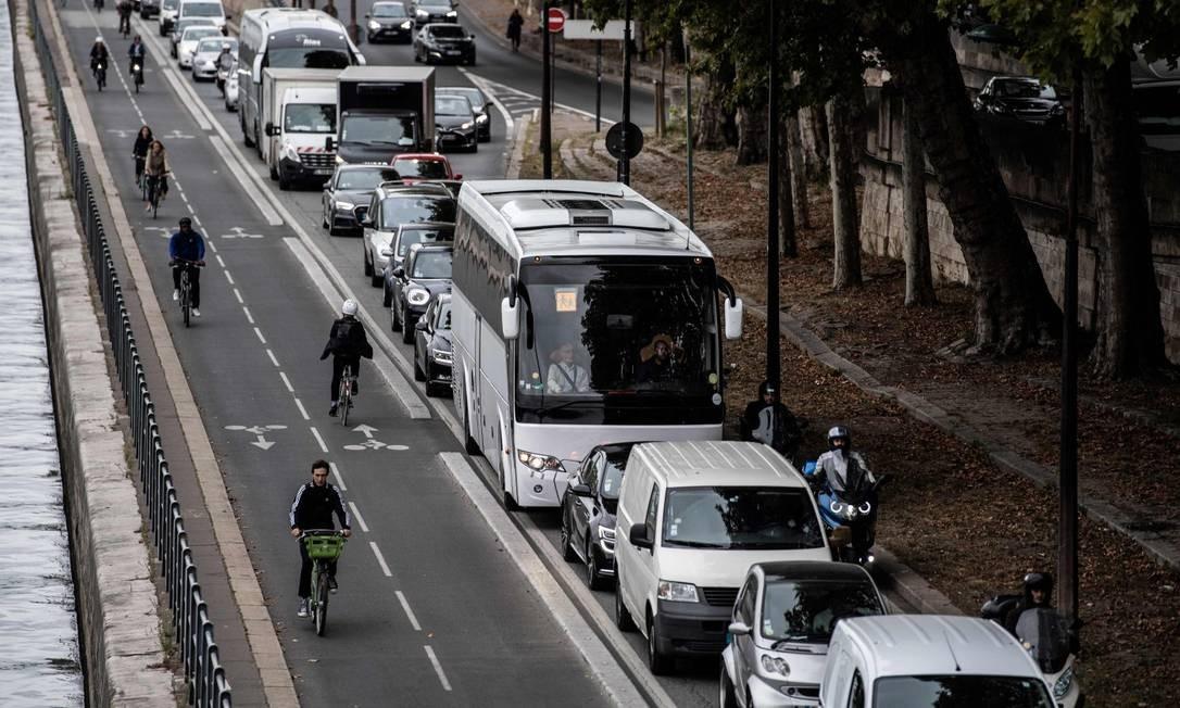 Greve causou engarrafamentos na capital francesa e levou diversas pessoas a optarem por meios de transporte alternativos Foto: MARTIN BUREAU / AFP