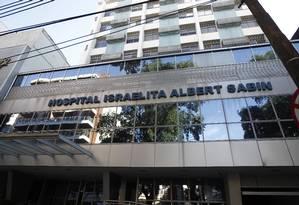 Hospital Israelita Albert Sabin, no Maracanã: unidade de saúde recebeu pacientes do Hospital Badim Foto: Arquivo / 06/02/2016 / Urbano Erbiste / Agência O Globo