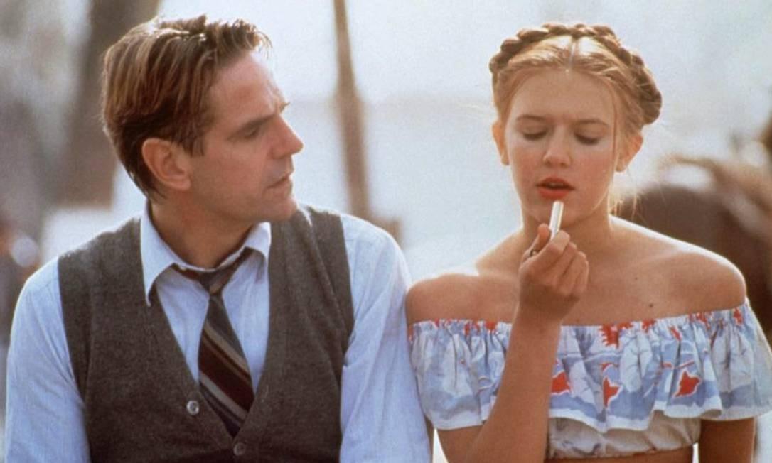 Jeremy Irons, como Humbert Humbert, e Dominique Swain, como Lolita, em cena do filme de Adrian Lyne Foto: Reprodução