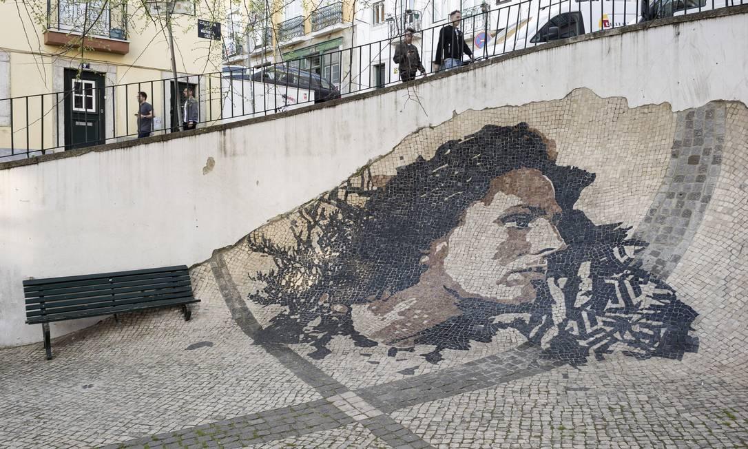 Mosaico reproduz o rosto da cantora de fado Amália Rodrigues na Alfama, Lisboa: casos revelados pela polícia mostram brasileiras atraídas por anúncios e depois obrigadas a se prostituírem Foto: / Rodrigo Cardoso/The New York Times/22-03-2019