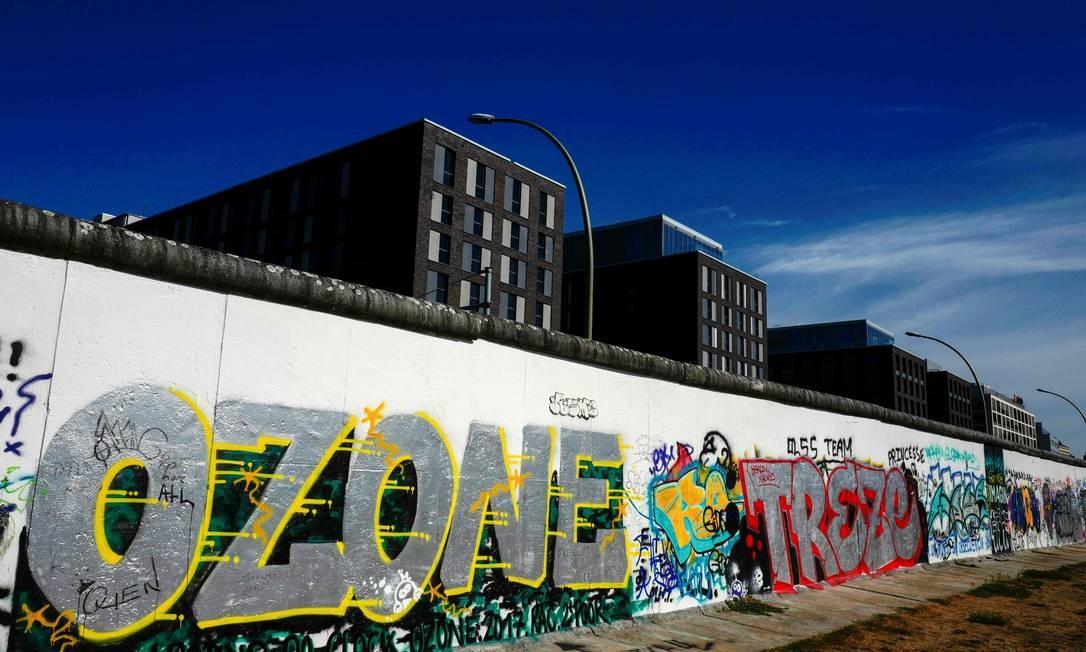 Grafites no Muro de Berlim, na região conhecida como East Side Gallery: Alemanha precisa de profissionais qualificados Foto: John Macdougall / AFP