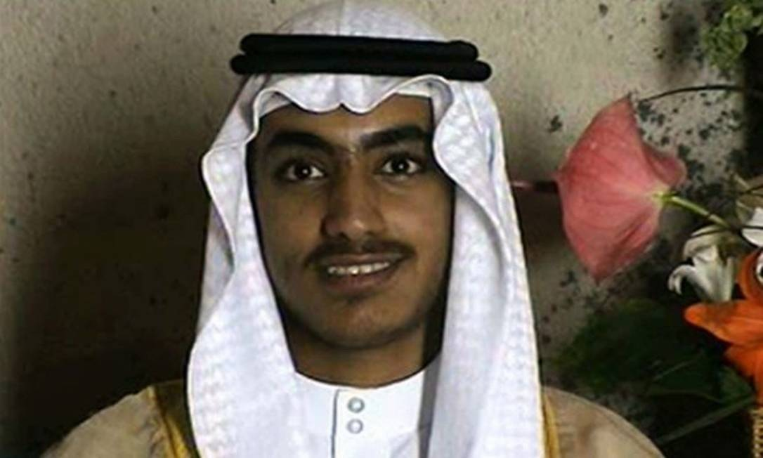 Hamza bin Laden, no vídeo em que foi apresentado ao mundo por Ayman al-Zawahiri, em 2015 Foto: Reprodução