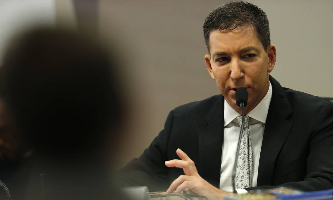 O jornalista Glenn Greenwald durante audiência no Senado Foto: Jorge William / Agência O Globo