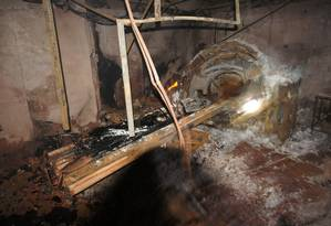 Do tomógrafo do Hospital Badim, restou apenas a estrutura de ferro após o incêndio Foto: Imagem cedida pela TV Globo