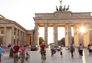 Portão de Brandemburgo, cartão-postal de Berlim. A Alemanha tem nova lei de imigração para atrair estrangeiros qualificados Foto: O GLOBO