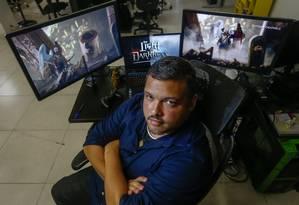 Fernando Rabello está há 7 anos trabalhando no desenvolvimento de um jogo Foto: Marcelo Regua / Agência O Globo