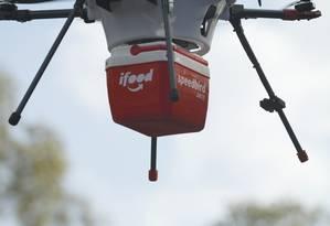 Drone transporta comida em teste do aplicativo de entregas iFood: aposta na tecnologia para ganhar tempo Foto: Divulgação / Agência O Globo