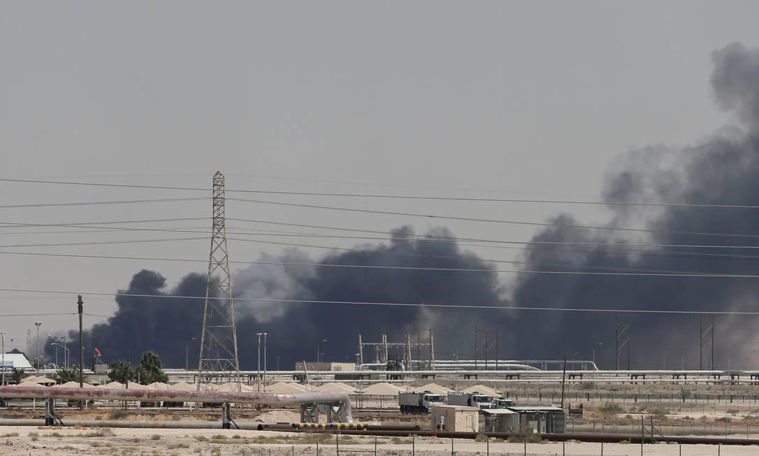 Ataque atingiu duas instalações no centro da indústria petrolífera da Arábia Saudita Foto: Hamad I Mohammed / Reuters