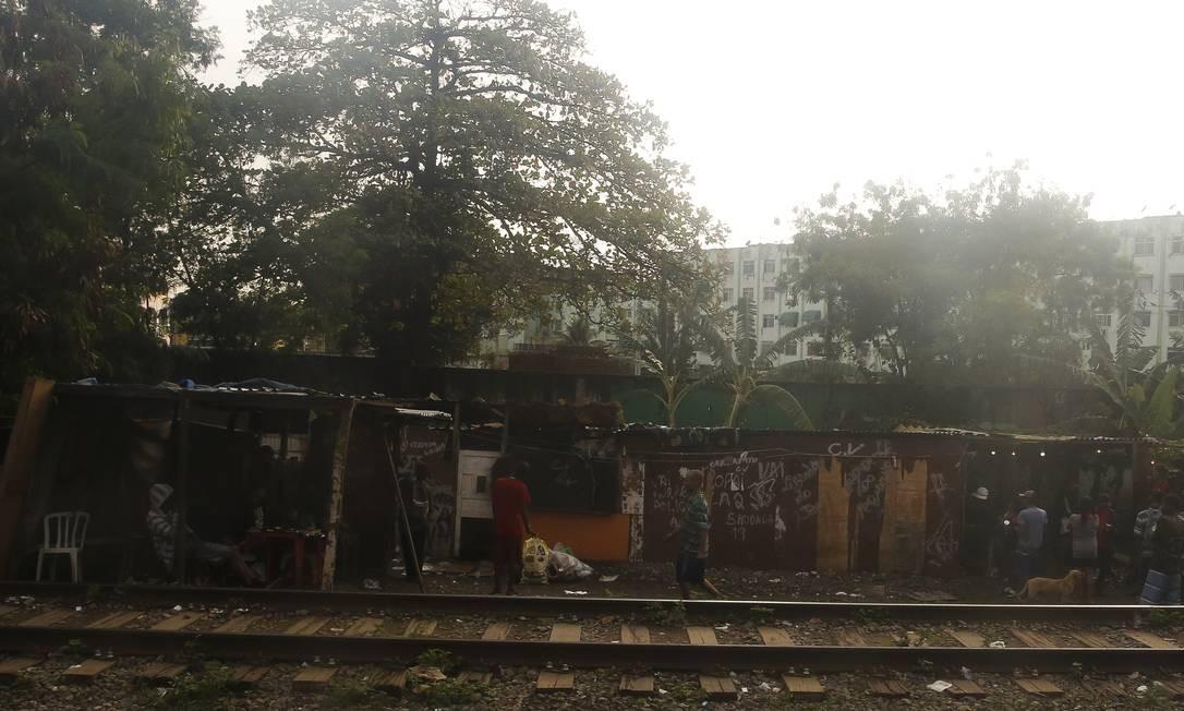 Desde o início de janeiro já houve 19 interrupções temporárias na circulação de trens no ramal Belford Roxo em razão de tiroteios nas imediações Foto: Pablo Jacob / Agência O Globo