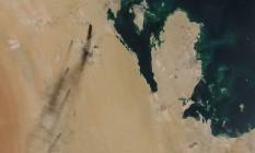 Imagem de satélite divulgada pela Nasa mostra incêndios após ataques de drone em duas instalações de refino e produção de petróleo na Arábia Saudita Foto: HANDOUT / AFP / 14-09-2019