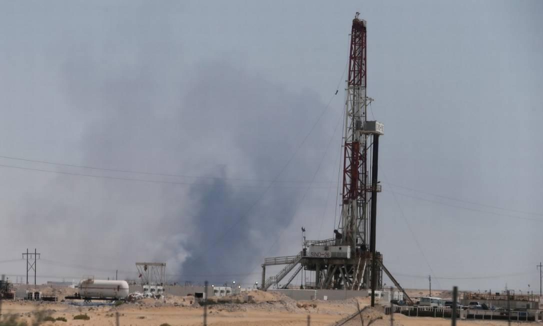 Fumaça é vista após ataque às instalações da Aramco na cidade oriental de Abqaiq, Arábia Saudita Foto: Reuters