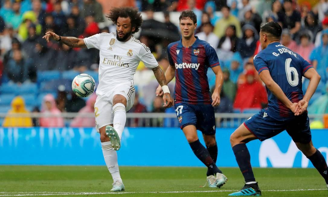 Marcelo saiu lesionado de jogo contra o Levante Foto: Susana Vera / REUTERS