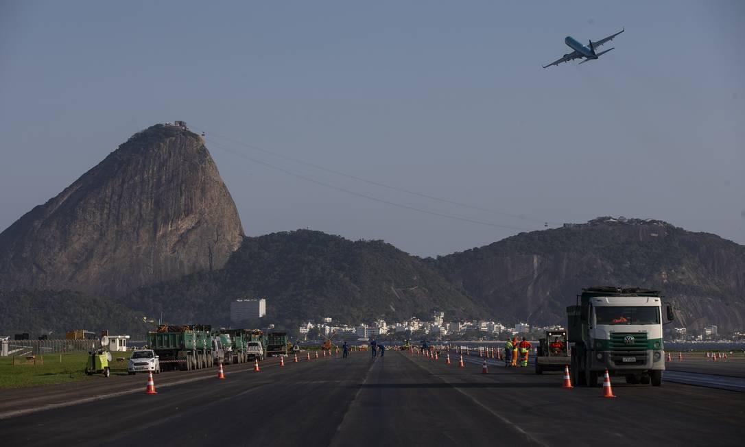 Obras na pista do aeroporto Santos Dumont, no Rio de Janeiro Foto: Alexandre Cassiano / Alexandre Cassiano