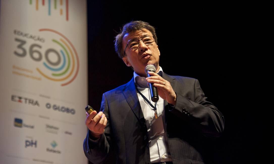 Janio Endo Macedo, secretário de Educação Básica do MEC, anuncia planos para professores durante o Educação 360 Encontro Internacional Foto: Adriana Lorete / Agência O Globo