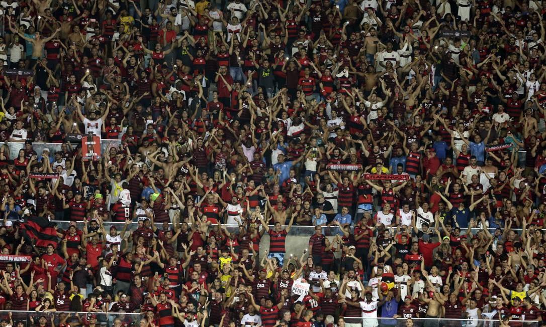 Torcida do Flamengo enche o Maracanã contra o Santos Foto: Antonio Scorza