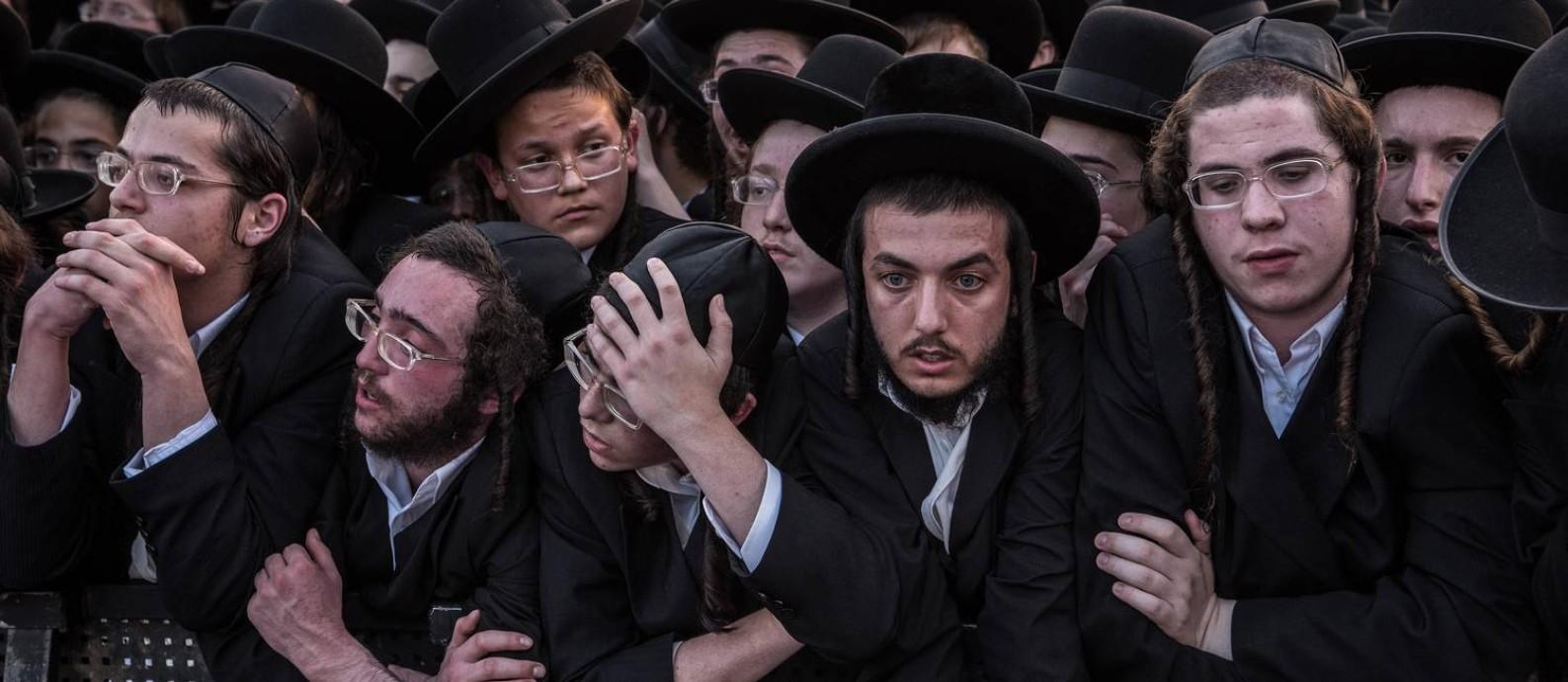 Homens ultraortodoxos ocupam uma rua de Jerusalém durante comício do Judaísmo Unido da Torá Foto: SERGEY PONOMAREV / NYT / 15-09-2019