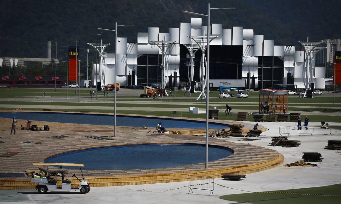 Parte da Cidade do Rock, com o Palco Mundo ao fundo Foto: Pablo Jacob / Agência O Globo