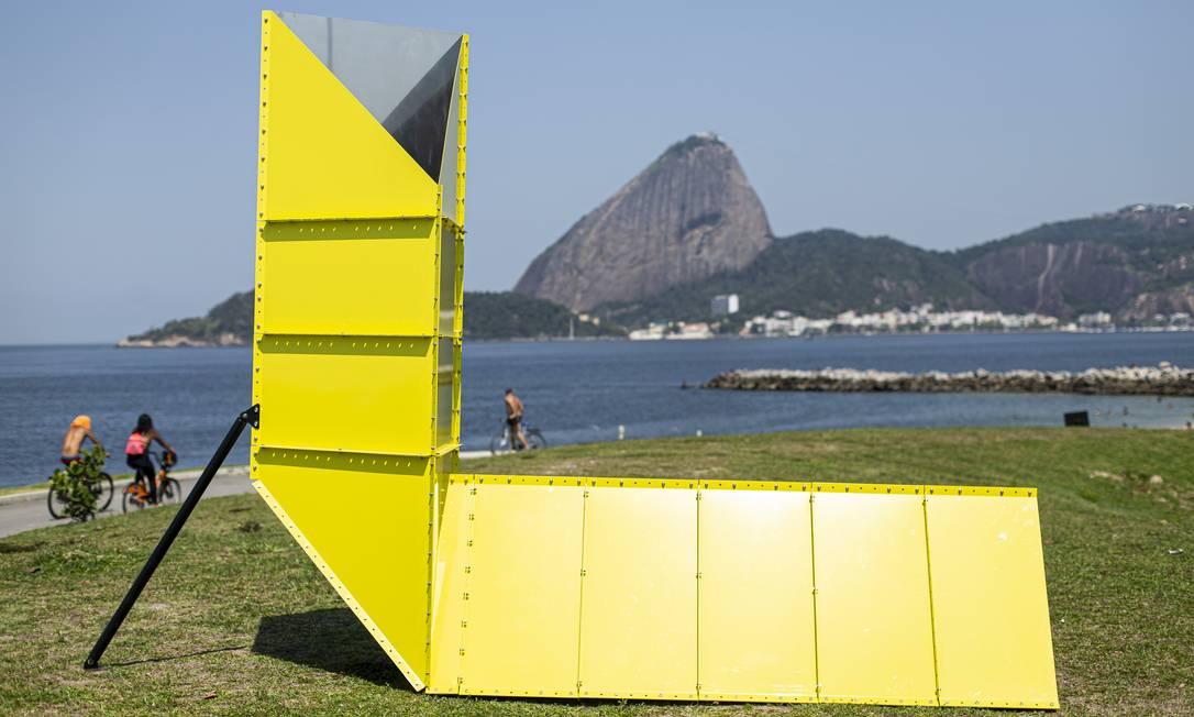 'Cloud consulate', do argentino Eduardo Navarro, uma das obras montadas na área externa da ArtRio Foto: Hermes de Paula / Agência O Globo