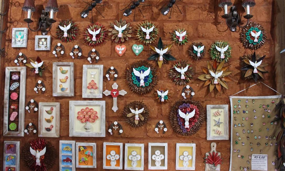 Artesanato exposto no Bichinho Foto: Divulgação