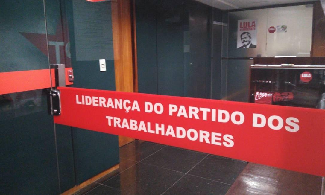 Bolão de funcionários da liderança do PT na Câmara ganha R$ 120 milhões da Mega-Sena Foto: Gustavo Maia/ Agência O Globo