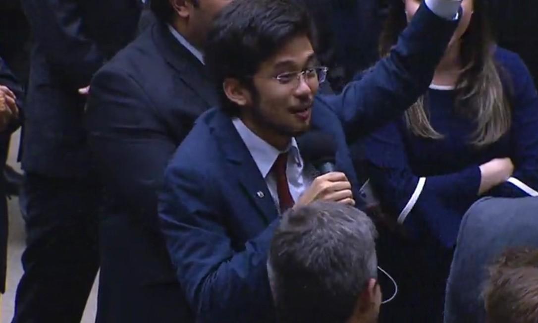 Kataguiri questiona, em plenário, se prêmio da Mega-Sena vai ser socializado Foto: Reprodução Câmara