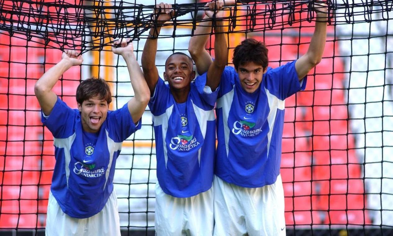 Robinho (centro), Diego (esquerda) e Kaká no treino da seleção brasileira sub-23, no Estádio Azteca, na Cidade do México, México Foto: Nilton Santos / Divulgação