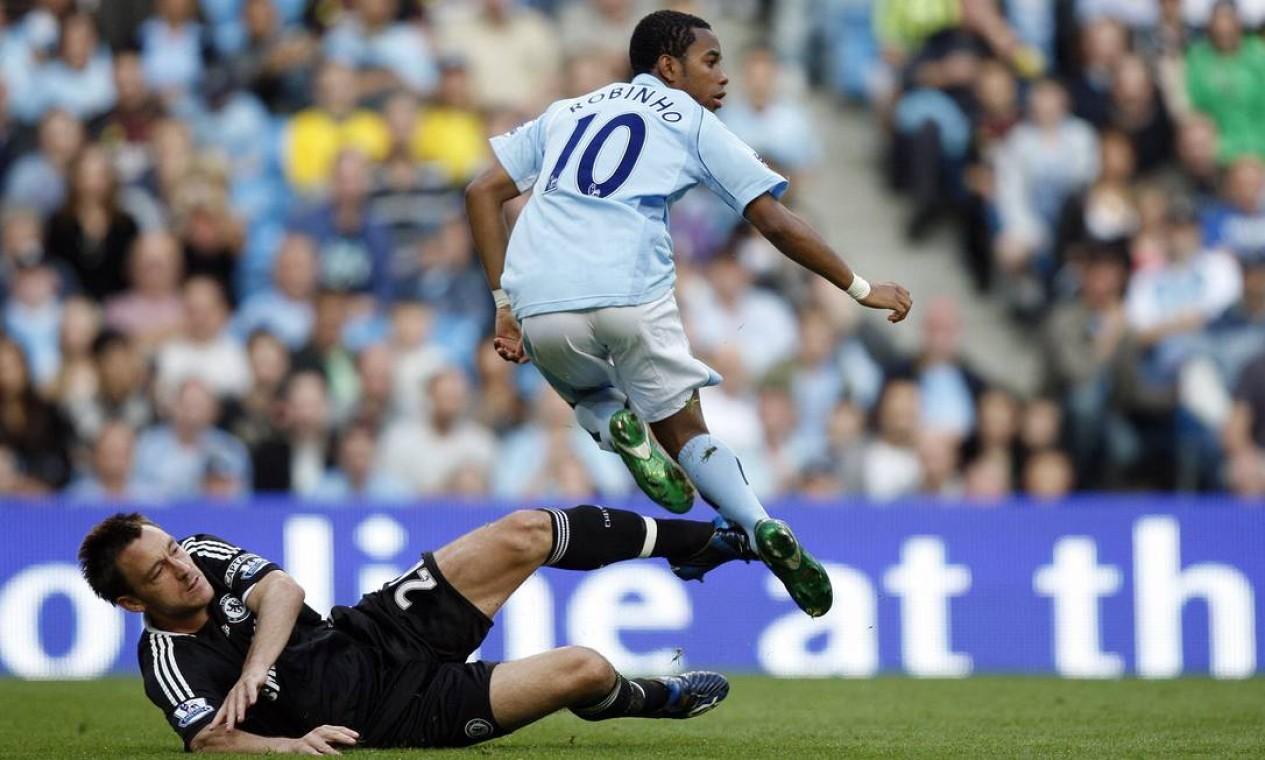 Em 2008, Robinho deixa o Real Madrid para jogar no Manchester City, da Inglaterra. O clube inglês pagou 40 milhões de dólares pelo atacante Foto: ADRIAN DENNIS / AFP