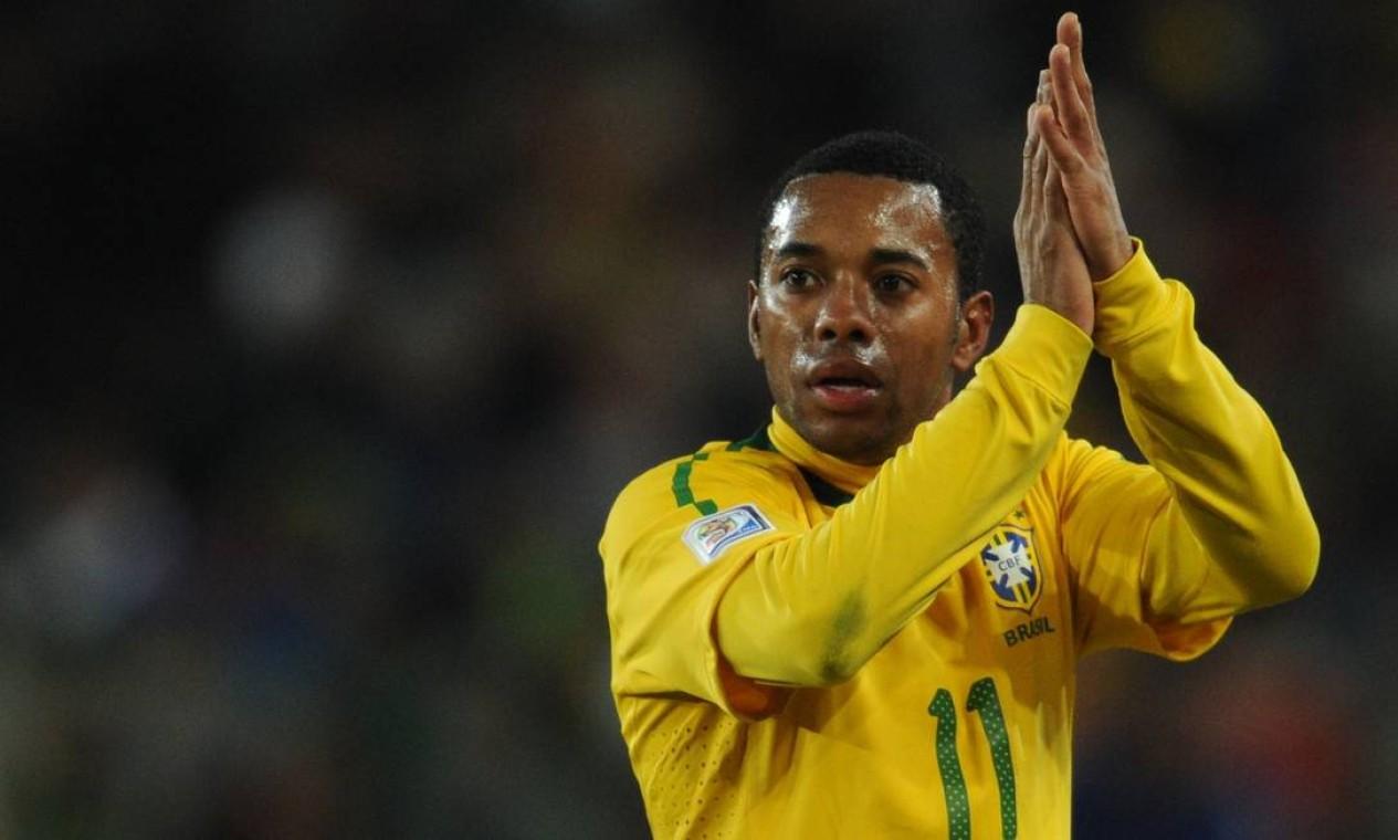 Na copa do Mundo de 2010, disputada na África do Sul, Robinho conqueistou a vaga de titular no ataque Foto: FRANCK FIFE / AFP