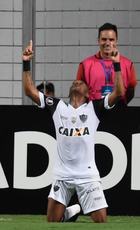 Robinho comemora o título do Campeonato Mineiro de 2017 Foto: DOUGLAS MAGNO / AFP