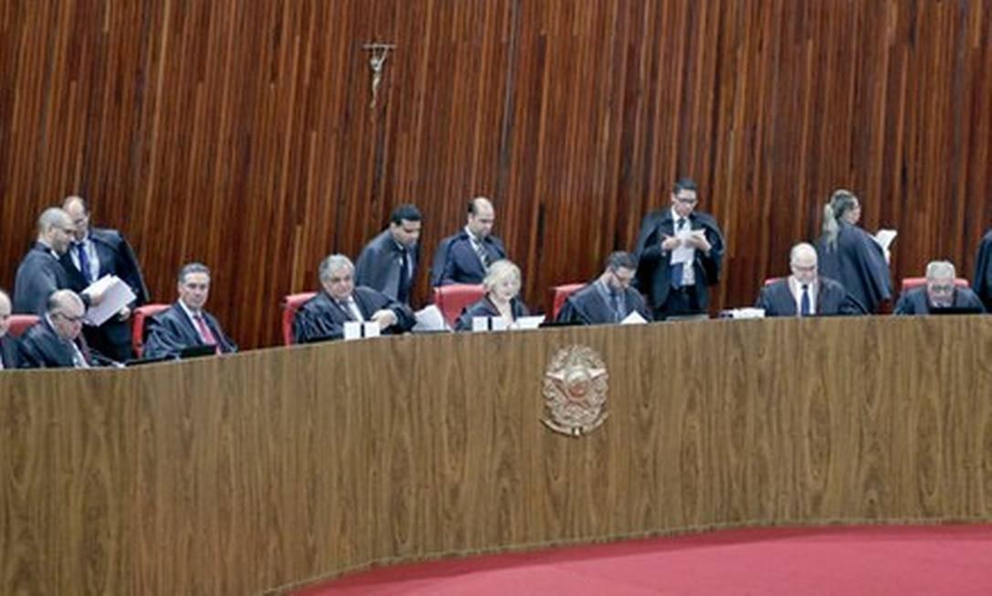 TSE rejeita ação de Bolsonaro contra Haddad e jornal sobre matérias de disparos em massa via WhatsApp Foto: Divulgação