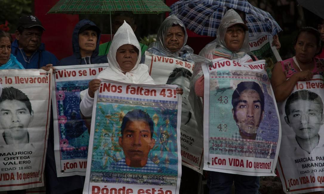 Protesto, neste ano, contra o sumiço dos 43 estudantes Foto: Cristopher Rogel Blanquet / Getty Images